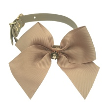Elegantis Beige Collar w Bow & Big Diamond