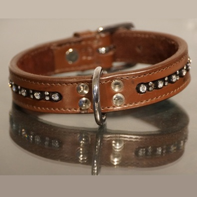 BROWN COLLAR IN LEATHER W RHINESTONES Size 55 cm