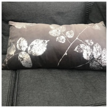 Velvet Cushion w Leaves - Grey/Silver 60x30cm